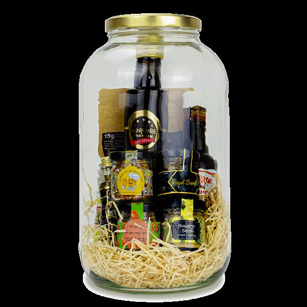 XXXL Glas gefüllt mit Dressing, Worcester Sauce, Senföl, Senf und Gewürzen
