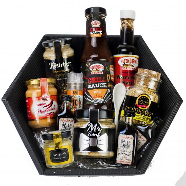 Geschenk für den Mann gefüllt mit Saucen, Meerrettich, Gewürzen, Senf und Schnaps